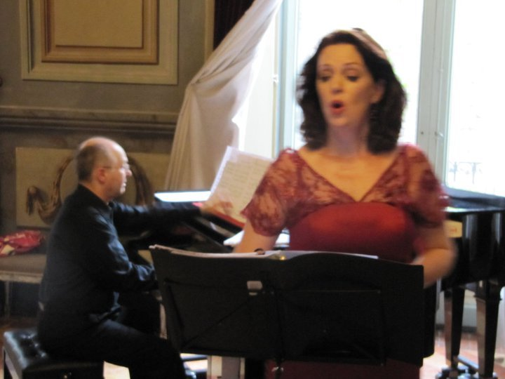 Patricia Sands singing in Spain with accompaniment